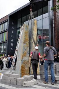 Aufbau der Skulptur von Ulrich Rückriem